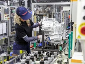 Toyota chce prodávat celosvětově do roku 2030 přes 5,5 milionu elektrifikovaných vozidel ročně, včetně jednoho milionu vozidel s nulovými emisemi.