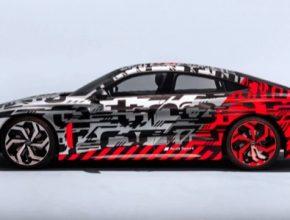 auto elektromobil Audi e-tron GT na autosalonu v Los Angeles