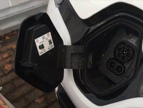 auto elektromobil nabíjecí zásuvka rychlonabíjení Renault Zoe