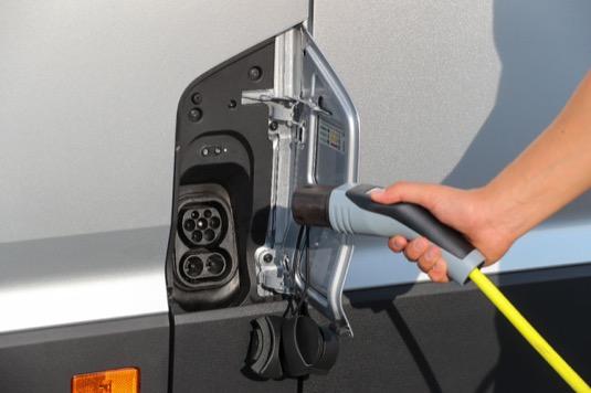 Nabíjecí port elektrické dodávky Volkswagen e-Crafter