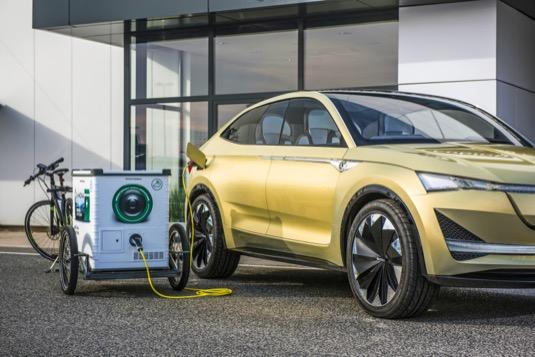 Mobilní nabíjecí stanice E-Mona je prvním z projektů Škoda Auto DigiLab napodporu elektromobility v souvislosti s příchodem prvních elektrických modelů Škoda v roce 2019.