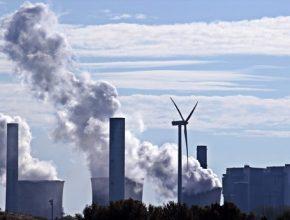 Větrníky a fotovoltaické panely zcelkové výroby elektřiny vobjemu 601 TWh dodaly jen zhruba třetinu. Uvádí to zpráva německého správce energetické sítě zveřejněná ve středu vBonnu.