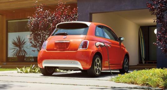 auto elektromobil Fiat 500e