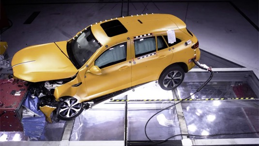 Crashtest elektromobilu Mercedes-Benz EQC.