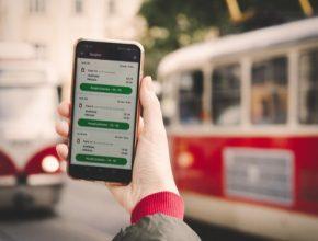 Mobilní aplikaci PID Lítačka si cestující mohou stáhnou zdarma na App Store a Google Play.