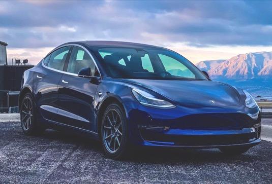 auto elektromobil Tesla Model 3 Evropa ceny