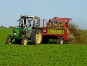 zemědělství traktor hnůj