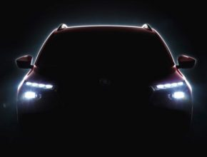Nový crossover v sobě spojuje přednosti vozu kategorie SUV s agilitou kompaktního vozu a vyznačuje se výraznými světlomety s oddělenými světly pro denní svícení.