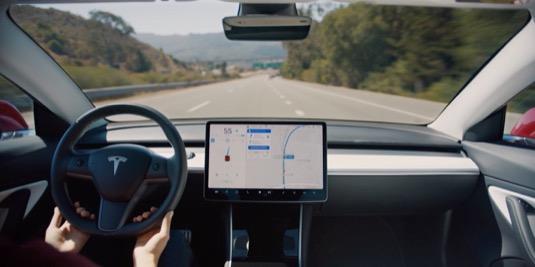 Letošní rok bude v USA, Evropě a pravděpodobně i Asii patřit elektromobilu Tesla Model 3.