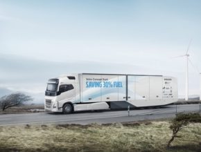 Společnost Volvo Trucks od počátku 90. let minulého století snížila spotřebu paliva nových nákladních vozidel přibližně o jednu pětinu. Srovnání platí pro model Volvo F12 z r. 1991 a Volvo FH13 z roku 2016.