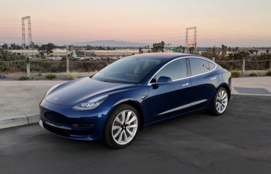 auto elektromobil Tesla Model 23