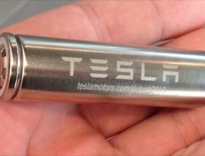 Baterie elektromobilu Tesla Model S obsahuje přes 8000 článků typu 18650 (číslo udává rozměry článku, tedy 18x65 mm)