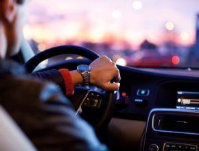 Výzkumní pracovníci se zabývali počtem vozidel, která překračují rychlostní limity na různých typech silnic v zemích, které tyto údaje mohly poskytnout.