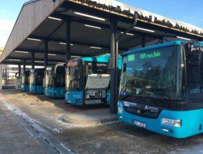 Trutnovská MHD má jako první vČR autobusy pouze na alternativní pohon. ČEZ ESCO dodá energii zbiomasy, unikátní 150kW dobíjecí stanici a zázemí.