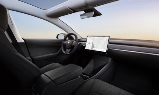 Interiér nejlevnější verze elektromobilu Tesla Model 3