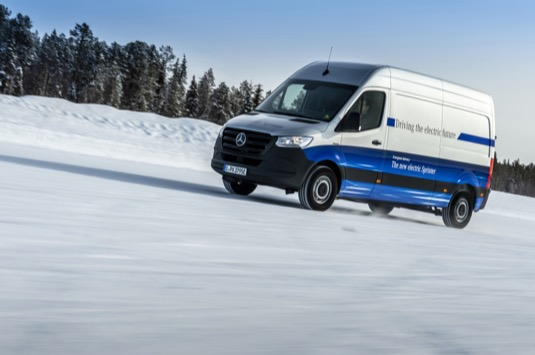 auto elektrická dodávka elektromobil Mercedes-Benz eSprinter
