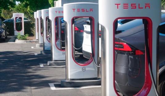 auto nabíjecí stanice Tesla Supecharger