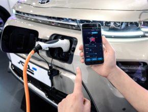 Díky technologii může řidič prostřednictvím svého chytrého telefonu uzpůsobovat sedm klíčových výkonových parametrů