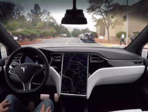 Autonomní systém Autopilot více havaruje, ale stále si vede lépe než člověk.