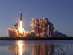Velkolepý start vesmírné rakety Falcon Heavy Block 5
