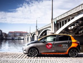 auto Toyota Yaris Hybrid Anytime carsharing