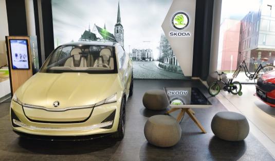 Koncept digitálního showroomu zahrnuje množství inovativních prvků a počítá s několika zónami, v nichž se má zákazník cítit příjemně