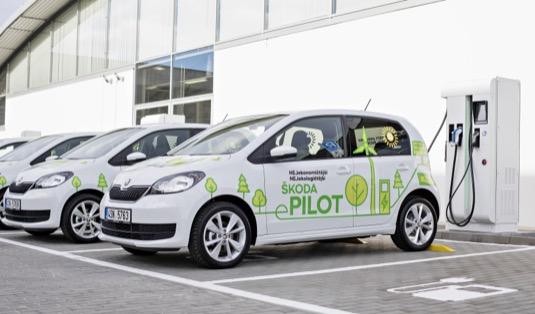 Testovací prototypy elektromobilu Škoda e-Pilot, což ale není nic jiného, než staré elektromobily Volkswagen e-Up!