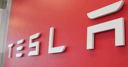 Co se v Tesle děje? Posílí odchodem významných členů představenstva odpůrci Elona Muska?