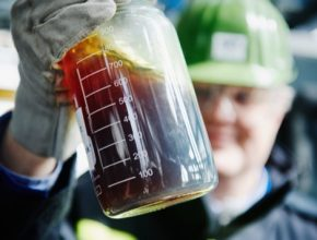 OMV mění plastový odpad v ropu