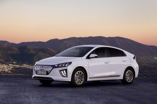 Od uvedení na trh v roce 2016 bylo prodáno více než 60 000 vozů Ioniq všech tří typů - elektromobilu, hybridu i plug-in hybridu.