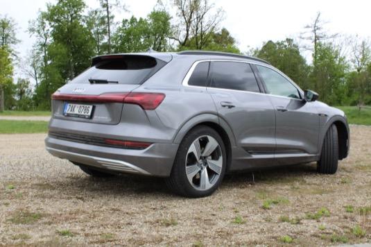 elektromobil Audi e-tron test