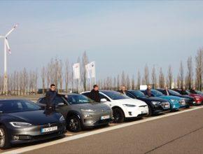 auto elektromobily Audi e-tron, Tesla Model S a Model 3, Hyundai Kona Electric.