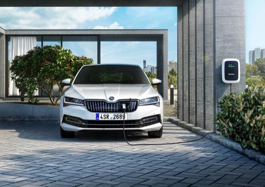 Domácí nabíjení plug-in hybridu Škoda Superb iV