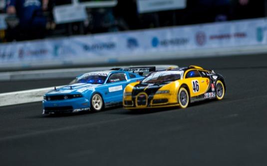 Závodů autíček na vodík se po celém světe účastní přes 200 středoškolských týmů.