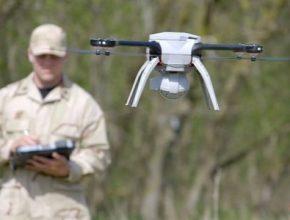 V některých oborech již budoucnost nastala, drony hlídají objekty i bojují s požáry.