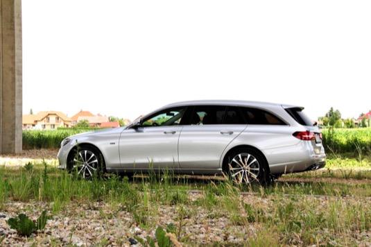 Dlouhý rozvor poskytne dobrou ovladatelnost vozu i při agilní jízdě.
