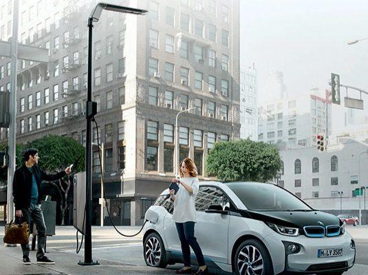 auto elektromobily nabíjecí stanice lampa veřejného osvětlení