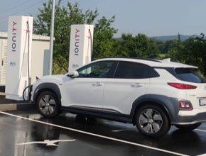 Hyundai Kona Electric u nabíjecí stanice Ionity Ilirska Bistrica