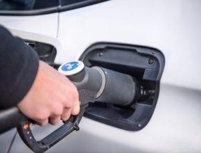 auto čerpání vodíku do vodíkového auta