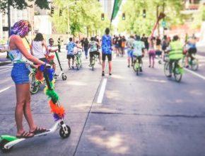 elektrokoloběžky Lime na festivalu Prague Pride
