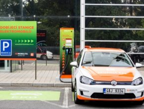 nabíjecí stanice pro elektromobily ČEZ, Volkswagen e-Golf