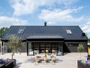 Nový střešní systém Lindab SolarRoof splňuje nejen požadavky na ekologicky udržitelnou výstavbu a úsporu nákladů, ale také na estetičnost.