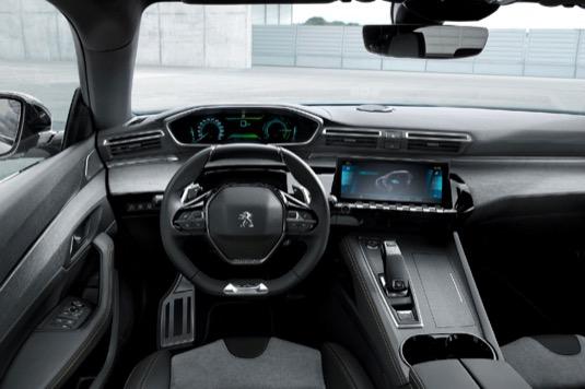 Ač jde o plug-in hybrid, zvolil Peugeot jednodušší a srozumitelnější označení 508 Hybrid