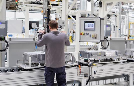 Škoda investovala do výrobních linek na vysokonapěťové baterie 25,3 milionů eur. S přípravou závodu v Mladé Boleslavi na výrobu elektrických komponentů začala značka před dvěma lety.