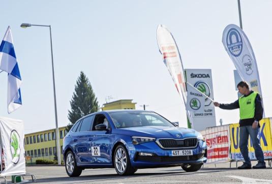 Soutěž v úsporné jízdě ECONOMY RUN má mimořádně dlouhou tradici: letošní 38. ročník navíc zavedl účastníky do závodu Škoda Auto ve Vrchlabí.
