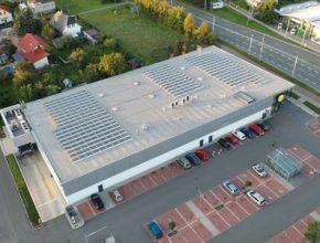 Lidl využívá energii z obnovitelných zdrojů. Na střechách osmi prodejen nainstaloval fotovoltaické systémy.