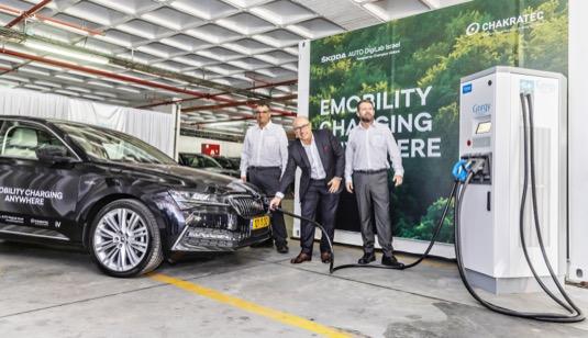 Předseda představenstva Škoda Auto Bernhard Maier byl hlavním řečníkem na nejdůležitější smart mobility akci v Izraeli – na Smart Mobility Summitu v Tel Avivu. Nová partnerství přinesou více služeb mobility a hardwarových inovací. Jednou z nich je i nabíjecí stanice doplněná o mechanickou baterii.