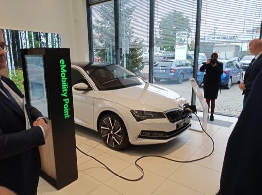 U dealerů bude také eCorner - koutek s elektromobilitou.