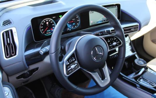 Interiér elektromobilu Mercedes-Benz EQC