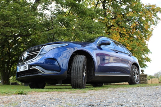 Zavazadlový prostor elektromobilu má objem 500 litrů. Narozdíl od některých konkurenčních elektromobilů nemá přední kufr neboli frunk.